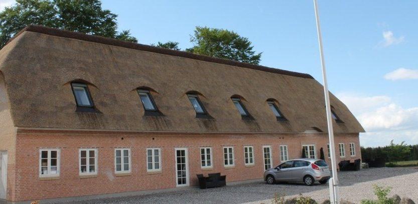 Stråtag på Jomfrubakken af tagdækker firmaet Østjysk Tække- og Tømrerfirma