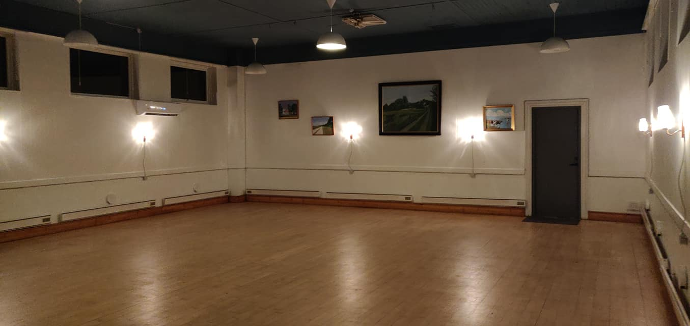 Nyt gulv i Sødring Forsamlingshus