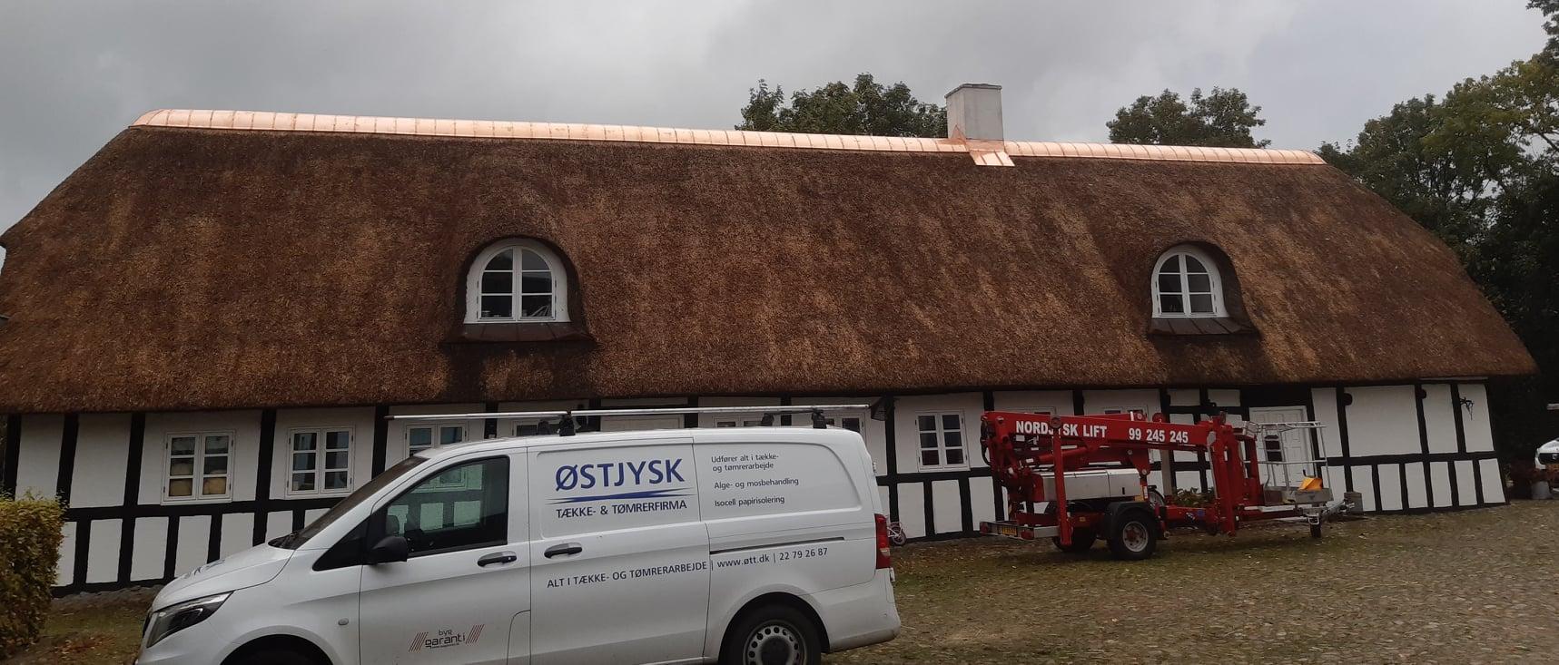 Pudsning og renovering og kobbermønning efter